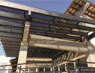 Pergolado de Ferro com Fechamento em Vidro para Área Externa